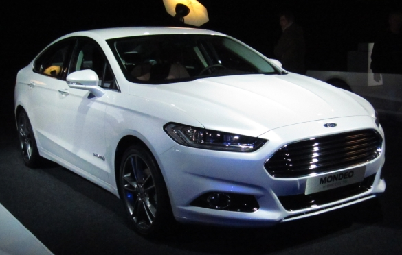 ford_mondeo_sedan_front
